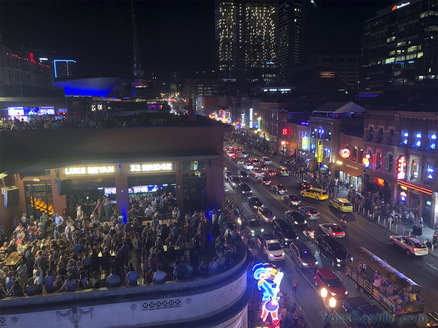 Un paseo por Broadway en Nashville.